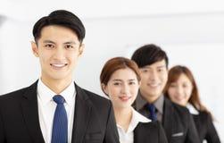 pomyślna młoda biznes drużyna w biurze Zdjęcia Stock