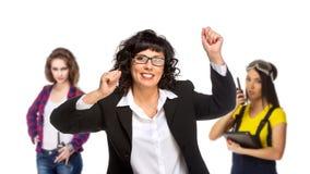 Pomyślna starsza biznesowa kobieta z jej drużyną na tle fotografia royalty free