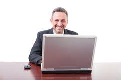 Pomyślna wykonawcza biznesowa osoba używa komputer zdjęcie stock