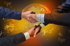 Pomyślni ludzie biznesu handshaking zdjęcie stock