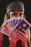 Pomyślność narrator używa tarot karty Fotografia Stock