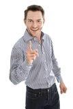 Pomyślny atrakcyjny młody człowiek w błękitnym wskazuje palcu przy camer Fotografia Royalty Free