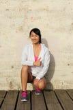 Pomyślny azjatykci atlety ono uśmiecha się zdjęcia stock