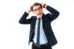 Pomyślny biznesmen w szkłach i kostiumu krzyczy z usta, obrazy stock