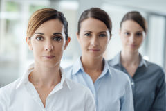 Pomyślny kobieta przedsiębiorców pozować zdjęcie stock