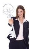 Pomyślny młody bizneswoman trzyma klucz: pojęcie dla succes Zdjęcie Royalty Free