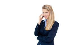 Pomyślna biznesowa kobieta opowiada na telefonie Obrazy Royalty Free