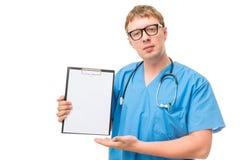 Pomyślna lekarka demonstruje puste miejsce Obraz Stock