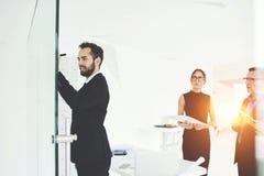 Pomyślni partnery biznesowi w pracie Fotografia Stock