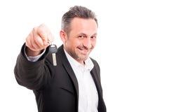 Pomyślny biznesmena mienia domu klucz Obraz Royalty Free