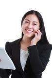 Pomyślny bizneswoman opowiada na telefonie i trzyma nutowego papier Obrazy Stock