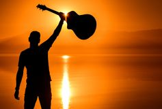 Pomyślny gitara gracz fotografia stock