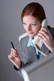 pomyślny wykonawczy bizneswomanu telefon Zdjęcia Stock