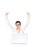Pomyślne biznesowej kobiety podnosić ręki up Obrazy Royalty Free