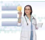 Pomyślna kobieta Doktorska lub pielęgniarki dosunięcia Pusty guzik na panelu Zdjęcie Stock