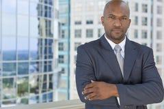 Pomyślny amerykanina afrykańskiego pochodzenia mężczyzna, biznesmen lub Zdjęcie Stock