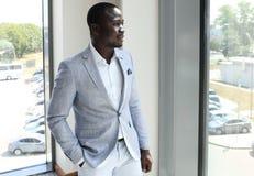 Pomyślny ufny Afrykański biznesmen Fotografia Royalty Free