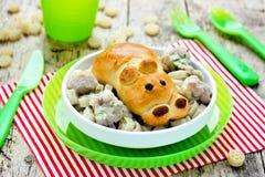 Pomysł dla children gościa restauracji - babeczka w postaci hipopotama z p Zdjęcie Stock