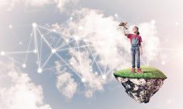 Pomysł dziecko Internetowa komunikacja, online pa lub bawić się i fotografia royalty free