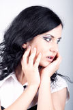 pomysłowo pięknej dziewczyny przyglądający makeup Zdjęcie Stock
