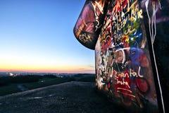 Pomysłowo graffiti na górniczym usypie w Ruhr terenie podczas zmierzchu Zdjęcie Stock