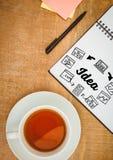Pomysłu doodle na notepad obok pióra i herbaty Obraz Stock