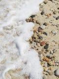 ponadto być sfotografowana w kamyczek morska woda z alg Zdjęcie Stock