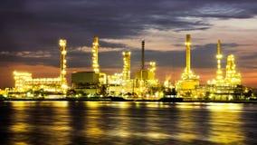 Ponaftowa rafinerii ropy naftowej fabryka nad wschodem słońca Fotografia Stock