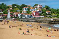 Poncez la plage dans la ville Basque Saint-Jean-De Luz, France Photos stock