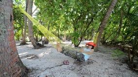 Poncez la plage et le ressac, atoll masculin du sud maldives clips vidéos