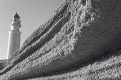 Poncez la roche et le phare de Trafalgar en littoral espagnol cadix Photo libre de droits