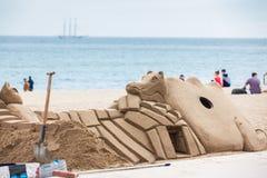 Poncez la sculpture à la plage de Barceloneta de La à Barcelone Espagne photos stock