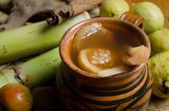 Ponche de fruta para las posadas mexicanas Imagenes de archivo