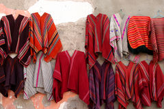 Ponchos au marché de Tarabuco Photo stock
