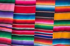 Ponchos mexicanos Fotos de archivo libres de regalías