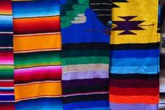 Ponchos mexicanos Foto de archivo