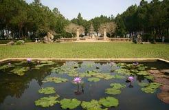 Pond e financie um templo Foto de Stock