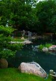 Pond em Chicago - jardins japoneses foto de stock
