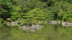 Pond of Kinkaku ji, golden temple in Kyoto Stock Photography