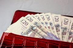 20 ponden contant geld voor besparing op een lijst stock afbeelding