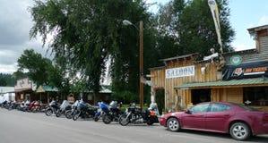 Ponderosa salong och kafé, Hulett, Wyoming, med salongen, motorcyklar Arkivbilder