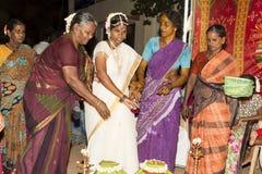 Pondicherry, Tamil Nadu, la India - 11 de mayo de 2014: ceremonia del puja Imágenes de archivo libres de regalías
