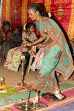 Pondicherry, Tamil Nadu, la India - 11 de mayo de 2014: ceremonia del puja Fotografía de archivo