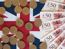 Pondmuntstukken en nota's, het Verenigd Koninkrijk over vlag Royalty-vrije Stock Foto