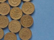 Pondmuntstukken, het Verenigd Koninkrijk over blauw met exemplaarruimte Stock Foto