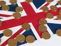 Pondmuntstukken, het Verenigd Koninkrijk over vlag Stock Foto's