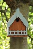 Pondoir en bois d'oiseau photo libre de droits