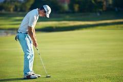 Poner al hombre del golf Imagen de archivo