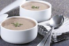 _poner crema sopa Foto de archivo libre de regalías