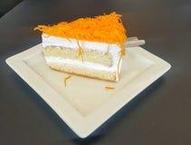 _poner crema torta Fotografía de archivo libre de regalías
